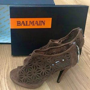 NWT Balmain suede laser cut bootie